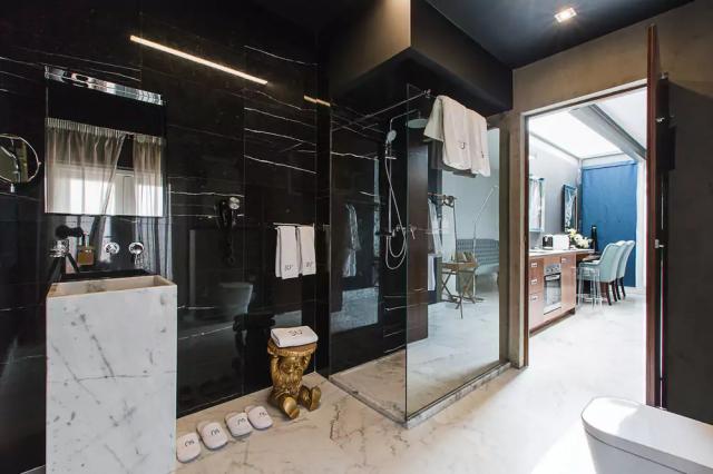 SU29 hotelværelsets badeværelse